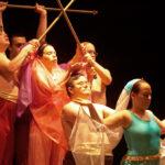 El grupo 'Danzaterapia Paz y Bien' en plena actuación