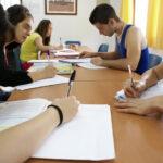 Menores tutelados estudiando